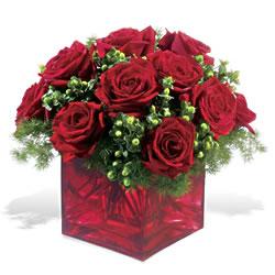 Yozgat çiçek yolla  9 adet kirmizi gül cam yada mika vazoda