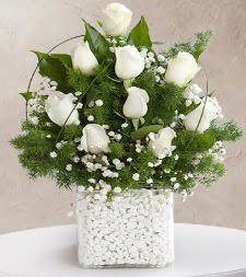 9 beyaz gül vazosu  Yozgat çiçek satışı