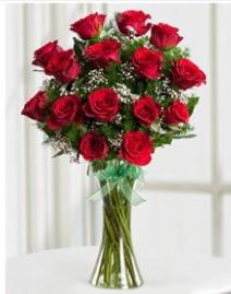 Cam vazo içerisinde 11 kırmızı gül vazosu  Yozgat anneler günü çiçek yolla