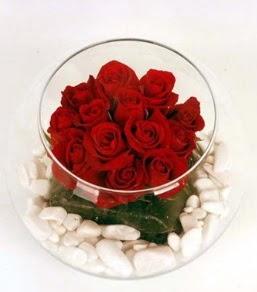 Cam fanusta 11 adet kırmızı gül  Yozgat çiçek gönderme