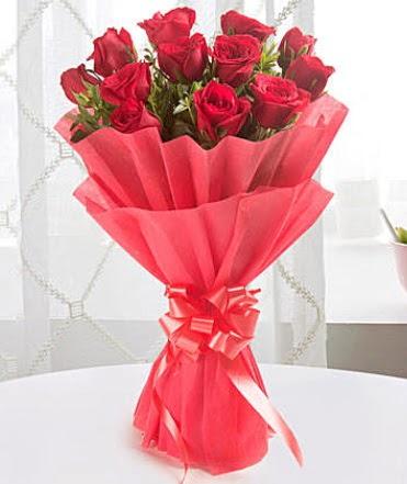 12 adet kırmızı gülden modern buket  Yozgat çiçek yolla