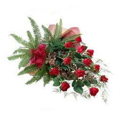 Yozgat online çiçek gönderme sipariş  10 adet kirmizi gül özel buket çiçek siparisi