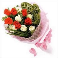 5 kirmizi 5 beyaz güllerden   Yozgat online çiçek gönderme sipariş