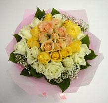 sari ve beyaz gül karisimda   Yozgat çiçek , çiçekçi , çiçekçilik