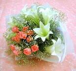 Yozgat çiçek yolla  lilyum ve 7 adet gül buket