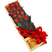 kutuda 12 adet kirmizi gül   Yozgat çiçek yolla