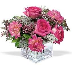 Yozgat cicekciler , cicek siparisi  cam içerisinde 5 gül 7 gerbera çiçegi