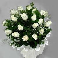 Yozgat hediye çiçek yolla  11 adet beyaz gül buketi ve bembeyaz amnbalaj