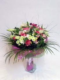Yozgat hediye çiçek yolla  karisik mevsim buketi mevsime göre hazirlanir.