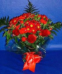 Yozgat hediye çiçek yolla  3 adet kirmizi gül ve kir çiçekleri buketi