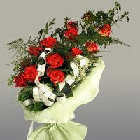 Yozgat ucuz çiçek gönder  11 adet kirmizi gül buketi sade haldedir
