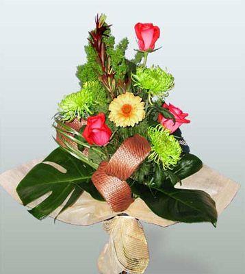 Yozgat ucuz çiçek gönder  3 adet gül 4 adet gerbera çiçegi sade buket