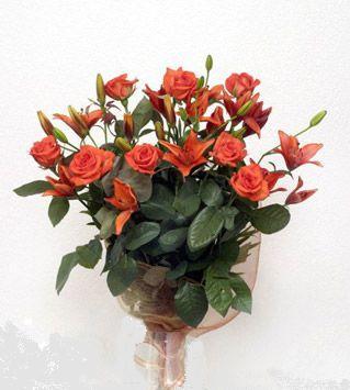 9 adet gül ve 3 adet lilyum çiçegi buketi   Yozgat cicek , cicekci