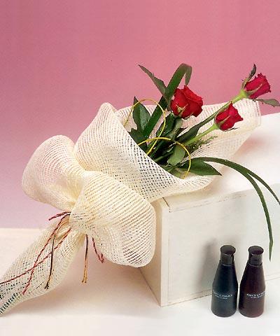 3 adet kalite gül sade ve sik halde bir tanzim  Yozgat internetten çiçek siparişi