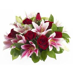 güller ve kazablnaklardan aranjman  Yozgat anneler günü çiçek yolla