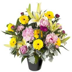 karisik mevsim çiçeklerinden vazo tanzimi  Yozgat uluslararası çiçek gönderme