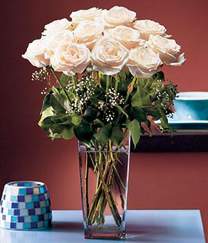 Yozgat hediye sevgilime hediye çiçek  Cam yada mika vazo içerisinde 12 gül