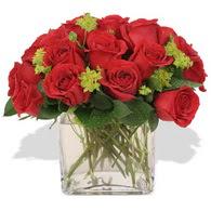 Yozgat çiçekçi telefonları  10 adet kirmizi gül ve cam yada mika vazo