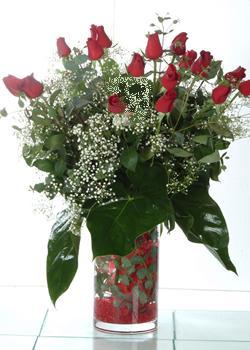 Yozgat güvenli kaliteli hızlı çiçek  11 adet kirmizi gül ve cam yada mika vazo tanzim