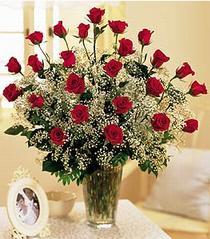 Yozgat çiçek , çiçekçi , çiçekçilik  özel günler için 12 adet kirmizi gül