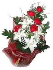 Yozgat kaliteli taze ve ucuz çiçekler  5 adet kirmizi gül 1 adet kazablanka çiçegi buketi