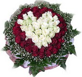 Yozgat çiçek mağazası , çiçekçi adresleri  27 adet kirmizi ve beyaz gül sepet içinde