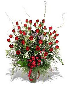 Yozgat çiçek siparişi sitesi  33 adet kirmizi gül vazo içerisinde