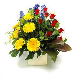 Yozgat online çiçek gönderme sipariş  9 adet gül ve kir çiçekleri cam yada mika vazoda