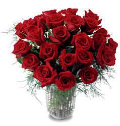 Yozgat çiçek gönderme sitemiz güvenlidir  11 adet kirmizi gül cam yada mika vazo içerisinde