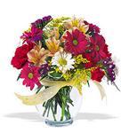Yozgat çiçek , çiçekçi , çiçekçilik  cam yada mika vazo içerisinde karisik kir çiçekleri