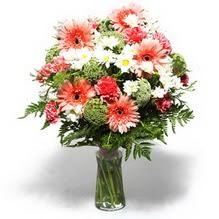 Yozgat çiçekçiler  cam yada mika vazo içerisinde karisik demet çiçegi