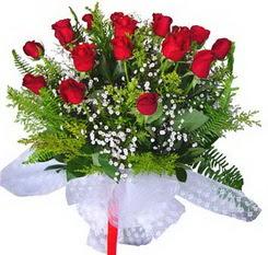 Yozgat çiçek satışı  12 adet kirmizi gül buketi esssiz görsellik