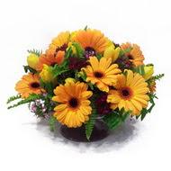 gerbera ve kir çiçek masa aranjmani  Yozgat çiçek siparişi vermek