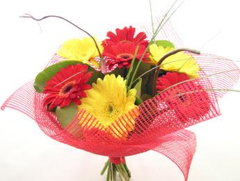 9 adet gerbera çiçeklerinden buket  Yozgat çiçek satışı