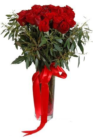 15 adet kirmizi gül cam vazo içerisinde  Yozgat internetten çiçek satışı