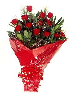 12 adet kirmizi gül buketi  Yozgat çiçekçiler