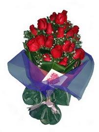 12 adet kirmizi gül buketi  Yozgat online çiçek gönderme sipariş