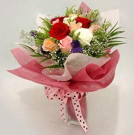 Karisik renklerde 11 adet gül buketi  Yozgat çiçek gönderme