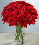 Yozgat çiçekçi mağazası  cam vazoda 11 kirmizi gül  Yozgat hediye sevgilime hediye çiçek