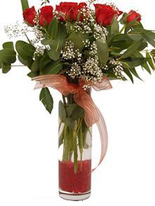 Yozgat uluslararası çiçek gönderme  11 adet kirmizi gül vazo çiçegi
