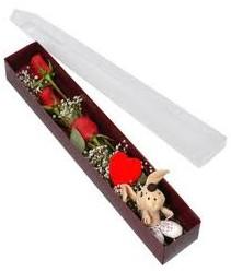 kutu içerisinde 3 adet gül ve oyuncak  Yozgat cicekciler , cicek siparisi