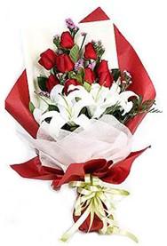 Yozgat hediye çiçek yolla  9 adet gül 2 adet kazablanka buketi