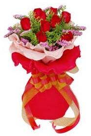 Yozgat cicekciler , cicek siparisi  8 Adet kirmizi güllerden buket tanzimi