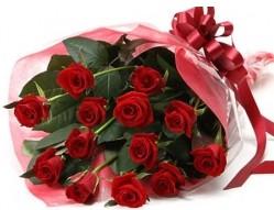 Yozgat anneler günü çiçek yolla  10 adet kipkirmizi güllerden buket tanzimi