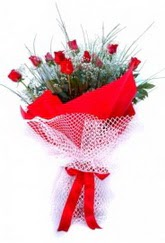 Yozgat İnternetten çiçek siparişi  9 adet kirmizi gül buketi demeti