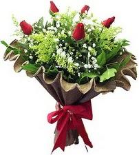 Yozgat online çiçek gönderme sipariş  5 adet kirmizi gül buketi demeti