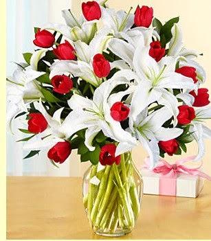Yozgat çiçek siparişi sitesi  3 kazablanka 10 kırmızı gül vazosu