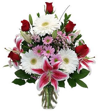 Yozgat çiçek mağazası , çiçekçi adresleri  1 dal kazablanka 5 gül ve kırçiçeği vazosu