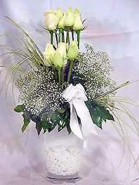 Yozgat online çiçek gönderme sipariş  9 adet vazoda beyaz gül - sevdiklerinize çiçek seçimi