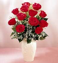 Yozgat çiçekçi mağazası  9 adet vazoda özel tanzim kirmizi gül